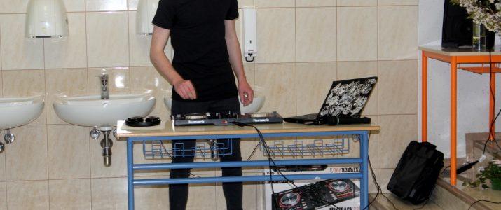 MLADI DJ GAŠPER TOMINŠEK